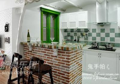 厨房光线暗,只好开放式,顺便在走道那开个窗户引进光线