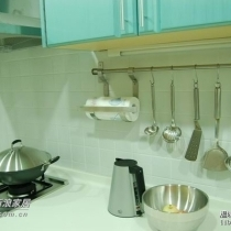 厨房的正面效果,L形,看上去很大,不过搬家第一天就被我装满了
