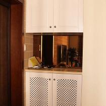 入户左侧鞋柜,鞋柜是工人做的。