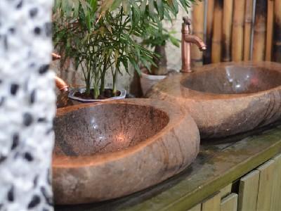 黄色鹅卵石洗手盆