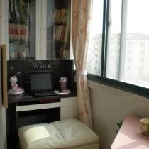 看看阳台的书柜+书桌,我爱坐在这上网