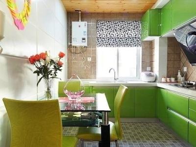 厨房的橱柜整体也是绿色的,好吧,我也挺喜欢绿色的,看着很养眼哦