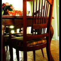 还没装修之前买的第一套家具就是这套餐桌椅,确实看着就很乡村
