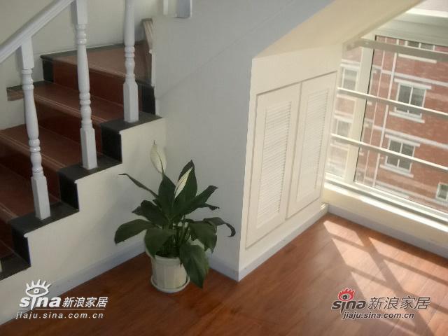 楼梯间,小储藏室,被抢去当鞋柜了