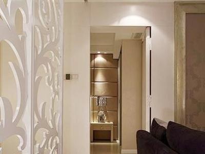 走向卧室的过道,白色的隔断很好看