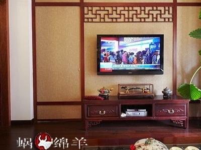 电视墙采用了中式窗阙图案,中国风浓浓。