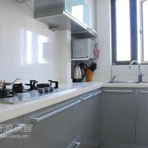 我家的厨房,ALSO灰色+白色,很明亮很干净的感觉