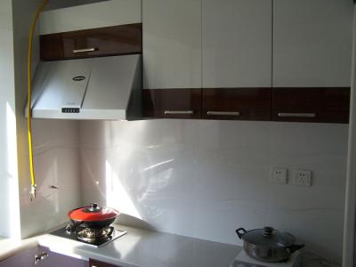 厨房简单了点