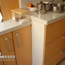 接着展示厨房和橱柜
