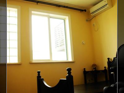 这个房间是预备将来的孩子住的....所以短期内是不会有人住的拉,窗帘都没有买