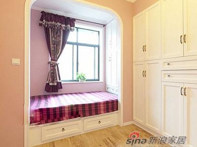 这组壁柜非常漂亮啊,韩式风格的。对于小户型来说收纳非常重要,花点心思挑选的柜子也能作为亮点的地方。