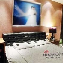 大床,皮质床头特别舒服,看见枕头了吗?熊猫的,很可爱吧。