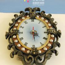 逛好百年的时候无意中发现的钟。很般配吧