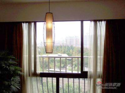窗外的绿地,我的羊皮筒灯