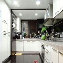 现代简约风格的黑白配厨房