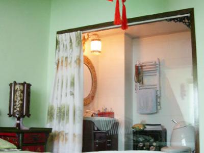 卧室的灯,这个角度看得到卫生间啦