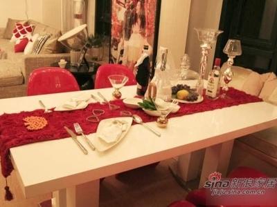 餐桌,给两人用餐制造了浪漫的气氛。朋友们来家做客,可以做在飘窗休闲区。