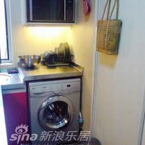 厨房一角,放下个洗衣机
