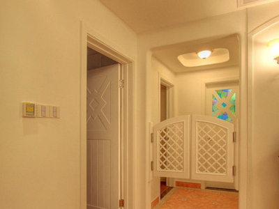 客餐厅是不是很小呢,看完后继续走走看看!这是我们的两个房间,中间还做了个腰门噢。