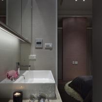 浴室柜的墙面的质感非常不错