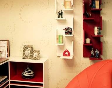 二层的书房兼游戏室,整排的矮柜,表现空间的流通性。