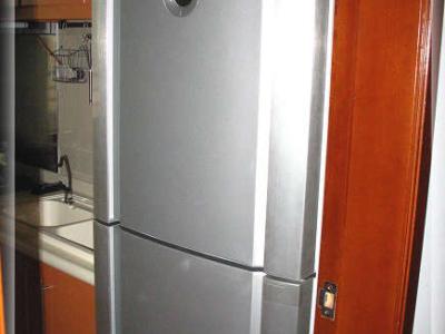 再来张冰箱,把我厨房噻的满满的冰箱-_-!