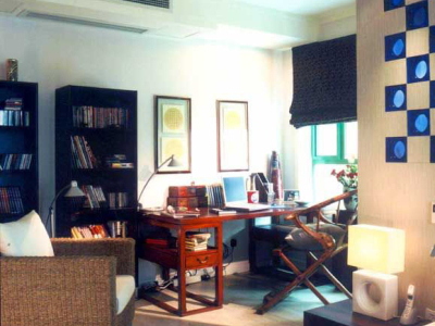 """雅致的书房中,别致的""""交椅""""是人们的视觉焦点"""