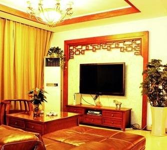 先来张客厅,照片拍得有点黄,将就看。自己设计的,有山寨过名设计师的作品。