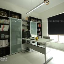 我家的书房,比较简单,但是老公很喜欢,呵呵~~~~~~~~~