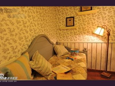 书桌旁边的休闲榻,兼做客人短暂留宿之处