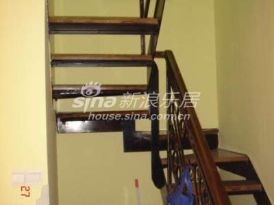 混乱的楼梯间