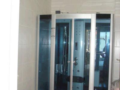 女儿从小到大都在浴缸里洗澡,这个位置是1.39米,浴房的长度是1.38米