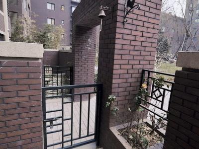 小院门上的铜铃
