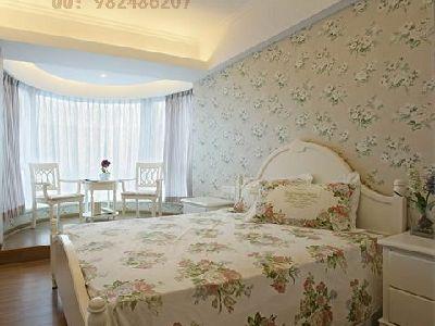 卧室里面采用大面积墙纸,更能体现出田园风格中小资的一面