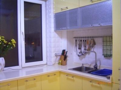 淡黄色厨柜