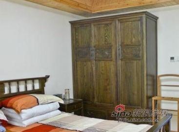 这件屋精彩之处是榆木家具。一个优质的家具都有着她自己的故事。