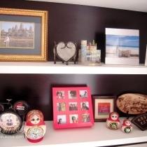 值得一提的是,中间的红色相框哦,是我自己用巧克力盒子做得,很简陋。但是,很上相吧,嘿嘿