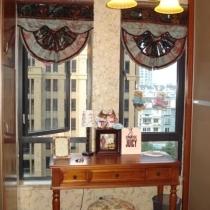 书房,两边的门是衣柜