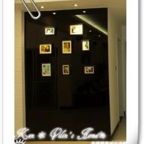 黑色的是玻璃,做照片墙,用宜家的相框挂在上面,应该会好看吧