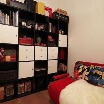 书柜是照着宜家的款式找家具定制店做的,价格么大约比宜家便宜1/3