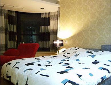 随意摆设的主卧室,体现现代家居的生活方式