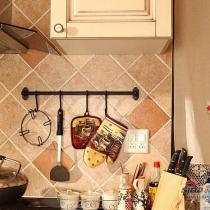超爱的厨房,复古的橱柜,模压的,但是很厚实,真的很赞,一分价格一分货呐