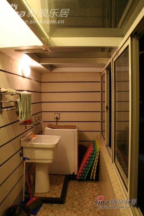 露台上搭出来的洗衣房,很实用