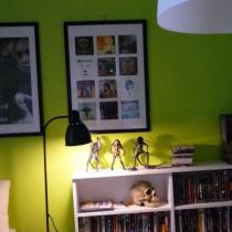 灯 画框是宜家买的  图片是自己DIY的