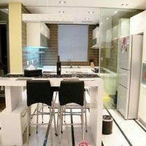 开放式厨房和餐厅