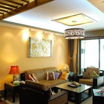 走道的风格与客厅一气呵成,不论是在外景内移的处理手法上还是在自然材料的搭配运用上。