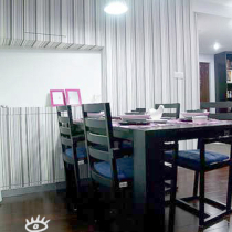 餐厅设计,粉色画框为点缀