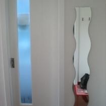 再来看看位于进门口右边的卫生间,宜家的镜子