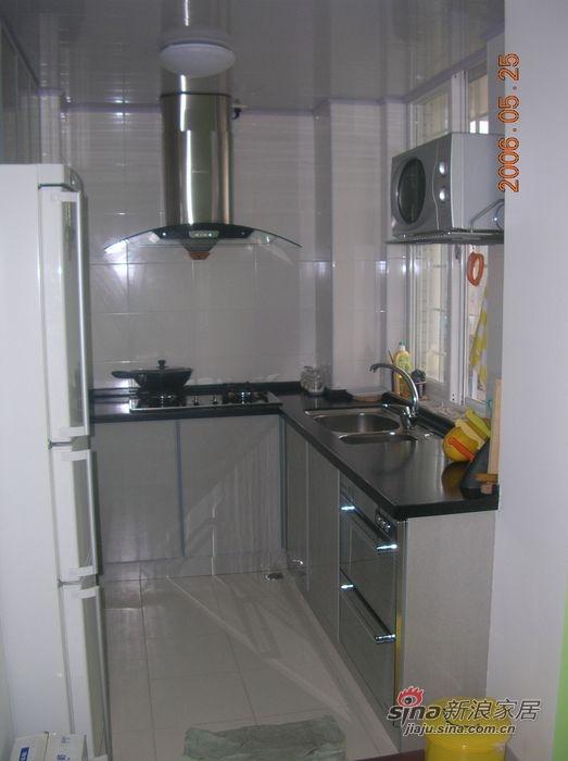 厨房规格挺怪没法买厨柜 自己设计了让木工做 效果还凑和