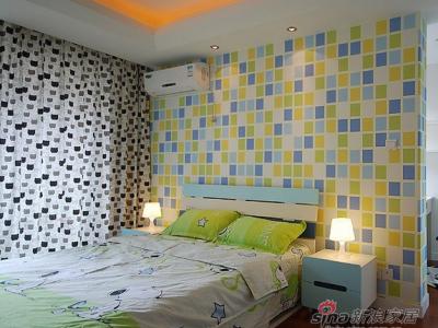 儿童房的设计,背景墙选用马赛克式的壁纸,活泼鲜艳,引发孩子无穷的想象力。